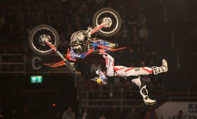 Dany Torres beim Double Seatgrab Backflip.